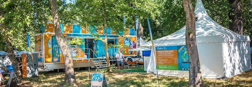 Hatalmas bulira vár az East Fest és a Paks II. tájékoztató kamionja
