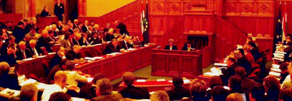Paks: a nyilvános vita fóruma az Országgyűlés