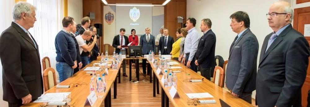 Tisztségviselők választása a Tolna Megyei Közgyűlés ülésén