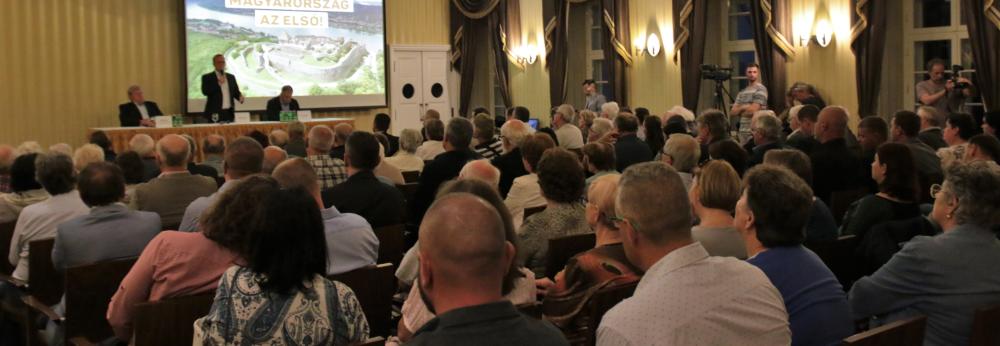 Kósa Lajos: fejlődhet város és a térség