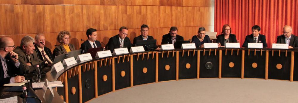 Képviselő-testületi ülés – személyi döntések