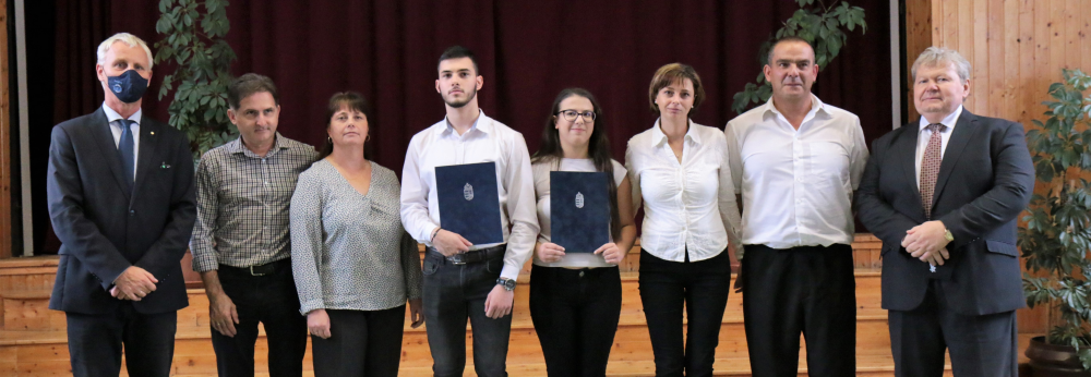 Nemzetiségi diákoknak adtak át ösztöndíjat Gyönkön