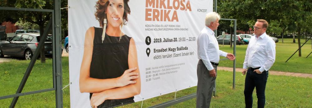 Miklósa Erika szabadtéri koncert Pakson