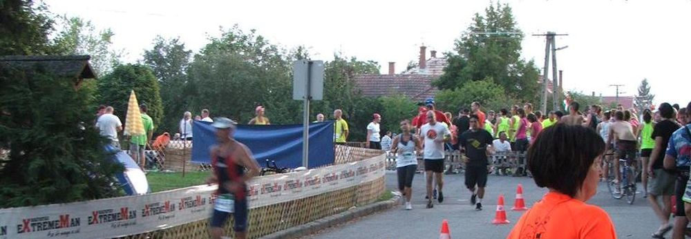 Népes paksi futócsapat ExtremeMan versenyén